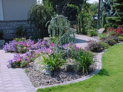 Plant bed care a m landscaping for Easy to care for landscaping plants